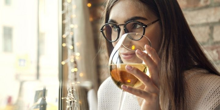 4 Evening Habits That Reduce Your Metabolism Drinking alcohol