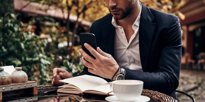 7 Habits Men Have That Irritate Women No Calls But Many Texts