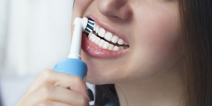 5 Reasons to Switch to an Electric Toothbrush